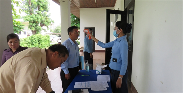 Rotterdam Convention's Final Validation Workshop takes place in Lao PDR for project on pesticides survey